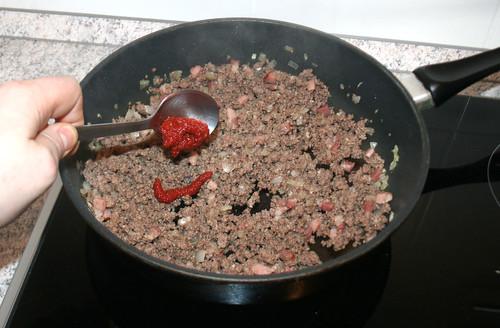 26 - Tomatenmark mit anschwitzen