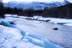 Un fiume inaspettatamente non ghiacciato (gabrielecislaghi) Tags: wild sky lake snow ice expedition norway norge iceland adventure neve terre polar artic norvegia nord glacial ghiaccio pulka polares avventura spedizione polari tierres