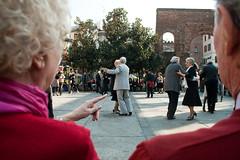 (Donato Buccella / sibemolle) Tags: italy milan colors milano danza mano colonnedisanlorenzo indice anziani coppie balloliscio danze danaefestival sibemolle circoloarcicorvetto balliambrosiani mg424