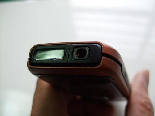 前置手電筒跟耳機孔
