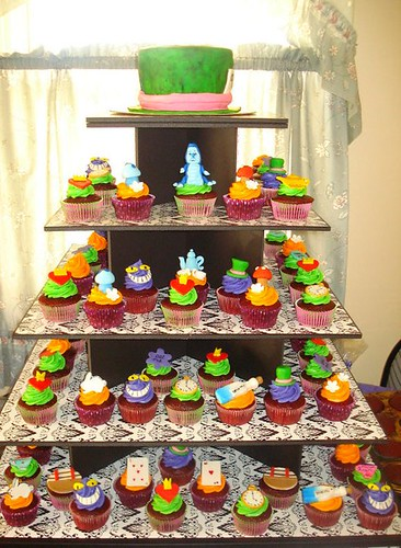 Alice in wonderland set by Little Sweeties Cupcakes