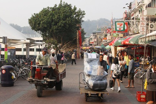 Moving goods on Cheung Chau: handcarts and motorised trikes