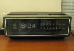 old_75_clock_radio[1]