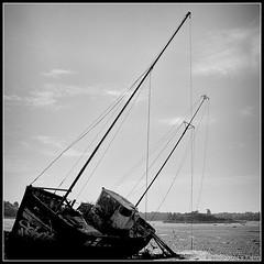 Quelmer (Ladnewg) Tags: ocean old sky mer saint clouds canon see coast brittany waves ship marin bretagne cte bleu ciel nuages bateau vagues phare mal rocher malo 50d grement