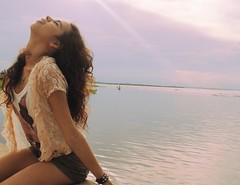luz e lils (Mylla More) Tags: luz sol girl brasil felicidade romantic menina lils expresso nikond3000