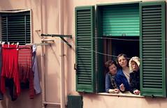 Donne (ErogatoreDiSguardo) Tags: italy sun window colours finestra donne salerno sud fenetre pagani processione casepopolari ritrattidiof