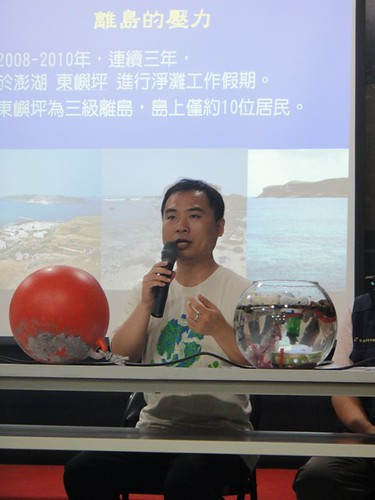 台灣環境資訊協會連續三年於澎湖三級離島東嶼坪進行淨灘,發現即使是人數只有十人的小島,依然有很大的垃圾壓力。(圖片來源:清淨海洋行動聯盟提供)