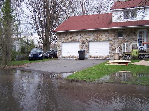 Maison entourée d'eau