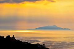 Sorrento controluce prima della pioggia Capri (RMFearless) Tags: sunset italy backlight nikon tramonto mare sorrento vr controluce penisola sorrentina 18108 d5000