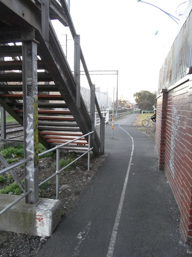Upfield Path Hazards @ Brunswick Rail Footbridge