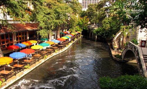 River Walk: San Antonio