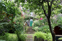 Cottage Garden with Apple Tree: Mansfield Place (curry15) Tags: london gate cottage steps hampstead appletree nw3 gardenseat cottagegarden mansfieldplace