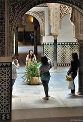 Sevilla: Alczar :  Patio de las Muecas  ( Dolls , Poupes ) (Pantchoa) Tags: sevilla nikon dolls columns arches courtyard patio arcs sville andalousie cour arcos rawfile columnas colonnes alczar poupes d90 18105mm patiodelasmuecas  nikonpassion fileraw nikonflickraward capturenx2  ringexcellence viewnx2 courdespoupes