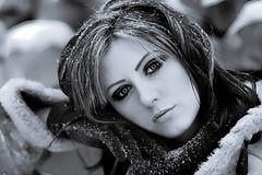 Frau drauen im Schnee (bemedia123) Tags: schnee winter wild sexy fashion forest weihnachten fun model jung frost urlaub jahreszeit natur verschneit frau lachen mode kalt eis wald fell jacke draussen mystisch spaziergang freude stille sturm pelz schneelandschaft denken weiblich romantisch nachdenklich gesund frieren winterjacke schneeflocken schneien attraktiv lcheln schn hbsch schnheit klte mdchen mrchen draufen