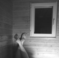 (eeviko) Tags: bw woman white black feet window girl youth suomi finland foot grey blackwhite vegan legs young vegetarian finnish finn bi sauna ikkuna tyttö nainen jalat suomalainen mustavalkoinen nuoruus vegaani nuori canoneos450d canonefs1855mmf3556is kasvissyöjä