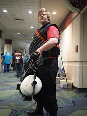 Heavy! (Fernando Lenis) Tags: pen orlando photos cosplay olympus fernando fl megacon heavy cosplayers 2011 lenis tf2 epl1