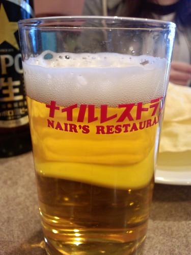 ナイルレストランで、まずはビール!