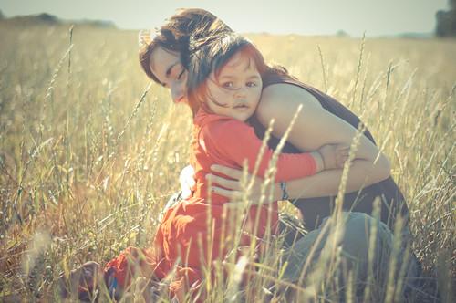 フリー写真素材|人物|親子・家族|子供|草原|チリ人|