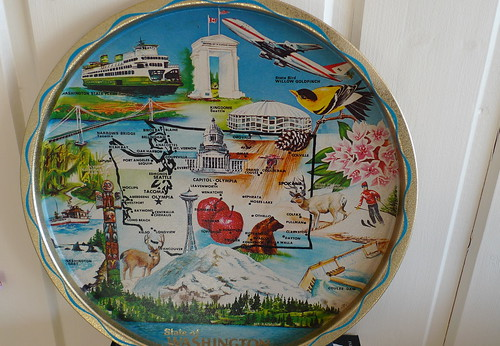 A thrifted souvenr plate of the State of Washington!