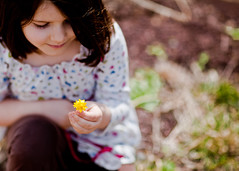 90:365 - Finding Her Spring (andrewsulliv) Tags: flowers portrait spring child aurelia march31 85mm12 project365 project36590 3652011
