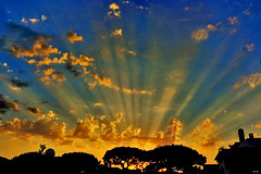Entardecer em Vilamoura (Zéza Lemos) Tags: sunset sol portugal tramonto natureza natur nuvens amizade algarve capture amistad vilamoura entardecer puestadelsol pordesol mygearandme mygearandmepremium mygearandmebronze mygearandmesilver mygearandmegold