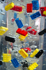 Lego (Jeanette Svensson) Tags: blue red black colors yellow canon toys lego bubbles ater 5685 canonefs18200 jeanettesvensson