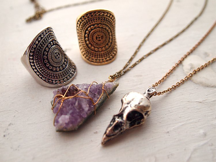 urban outfitters jewelry amethyst raven skull
