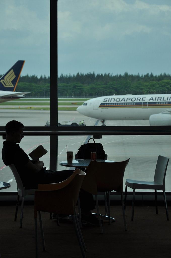 Some quiet reading in the Airport 在机场安静的阅读 ...