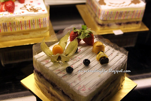 Charlie Brown Cafe cakes 05