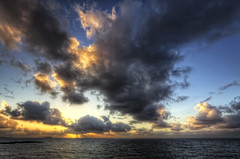 Nuages (Girolamo's HDR photos) Tags: light sunset sea sky italy sun sunlight seascape nature clouds canon skyscape landscape photography palermo hdr rayoflight sferracavallo girolamo photomatix tonemapping canoneos50d cracchiolo omalorig wwwomalorigcom