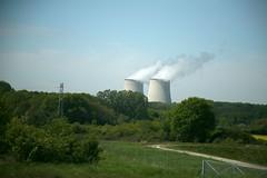 """France, de Moulins à Paris : Autoroute et Paysages, une traversée du territoire : """" centrale nucléaire """" Belleville-sur-Loire (Cher)"""