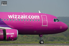 HA-LWF - 3562 - Wizzair - Airbus A320-232 - Luton - 110419 - Steven Gray - IMG_4059