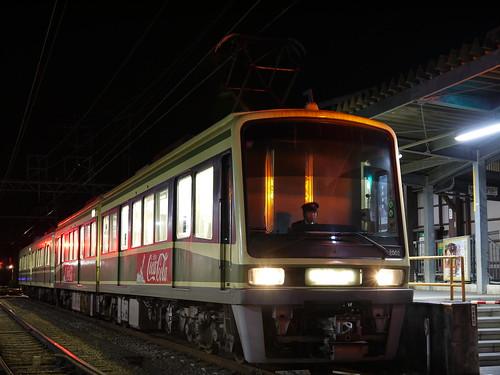 江ノ電2002F+1001F稲村ヶ崎行き最終電車@長谷