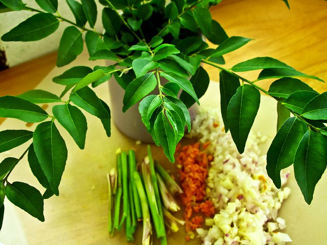 IMG_2584 Curry leave , lemongrass ,turmeric,onion and garlic