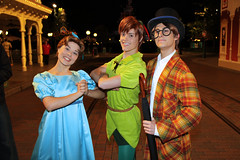 Wendy Darling, Peter Pan and John Darling (Disney Dan) Tags: france june mainstreet europe disneyland character eu peterpan disney characters wendy mainst disneylandparis dlp mainstreetusa disneylandresortparis disneycharacters disneycharacter dlrp disneylandpark 2011 wendydarling johndarling parcdisneyland