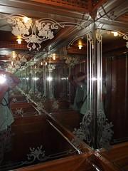 Отель. Лифт.
