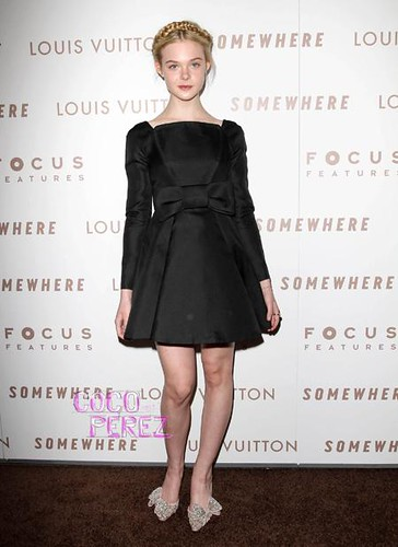 elle-fanning-in-valentino-couture-at-somewhere-premiere-1__oPt