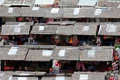 il mercatino di ollantaytambo (mat56.) Tags: landscapes per mercato paesaggi ollantaytambo mercatino bancarelle mat56 vallesacra
