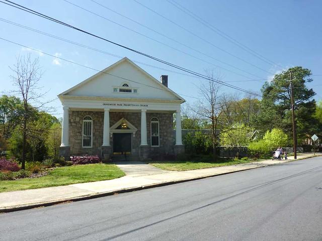 P1090462-2011-04-04-Ormewood-Park-Presbyterian-Church-Angle-To-Street