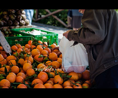 Shopping for fresh oranges at the farmers market (*Marta) Tags: fruits vegetables shopping colorful farmersmarket market tomatoes culture tangerines fresh produce oranges artichokes carciofi oudoormarket whatgettywants gettyimageswants gettywants italianmarketitaly