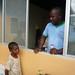 Niño recibiendo alimentación