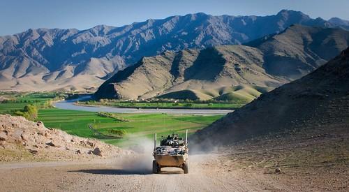 フリー写真素材|社会・環境|戦争・軍隊|軍用車両|山|オーストラリア軍|アフガニスタン・イスラム共和国|