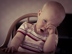 I'm tired dad... (Kim Ledin) Tags: eye girl barn se nikon child hand sweden daughter yawn tired eskilstuna lovisa trtt flicka 55200 d40 gsp