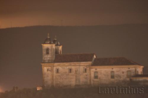 igreja a noite em ouro preto