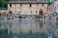 bagni vignone (claudio.santucci) Tags: april acqua riflesso vasca bagnivignone collinetoscane lavasca