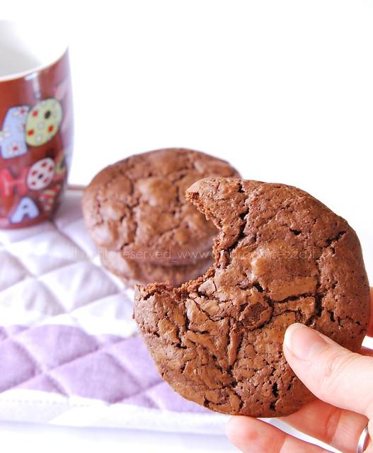 biscotto cioccolato primopiano (chocolate cookie)