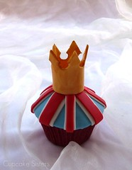 The Royal Wedding (Cupcake Sisters (Senel)) Tags: flowers blue wedding red party white cake cupcakes spain kate chocolate royal william crown vanilla mallorca majorca badenwrttemberg illesbaleares cupcakesisters unionjackgreatbritain