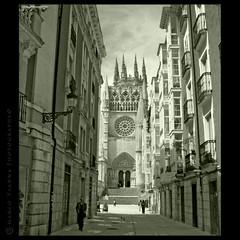 Retrato de Burgos (m@®©ãǿ►ðȅtǭǹȁðǿr◄©) Tags: españa canon arquitectura burgos gotico castillayleón catedraldeburgos canoneos400ddigital pueblosdeespaña canonefs1855mmf3556is m®©ãǿ►ðȅtǭǹȁðǿr◄© marcovianna