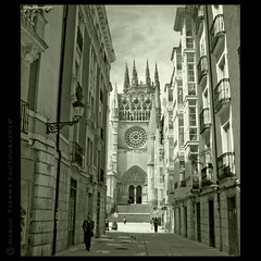 Retrato de Burgos (m@tr) Tags: espaa canon arquitectura burgos gotico castillaylen catedraldeburgos canoneos400ddigital pueblosdeespaa canonefs1855mmf3556is mtr marcovianna