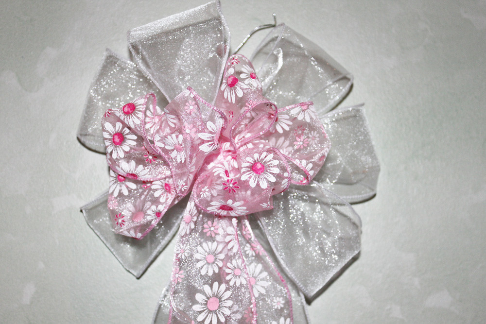 Pink daisy bow on white sheer ribbon base set of 2